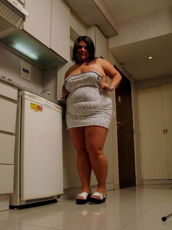 Домашние снимки толстопузой женщины. Фото - 3