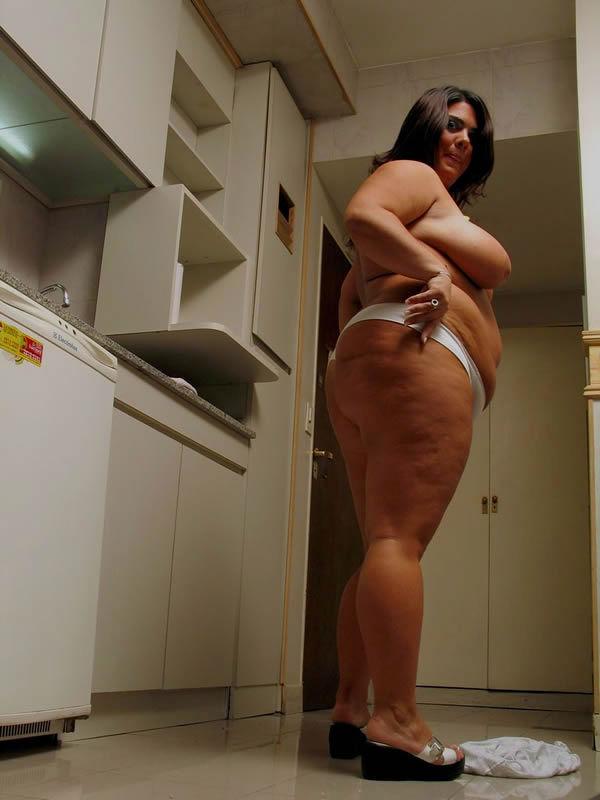 Домашние снимки толстопузой женщины. Фото - 7
