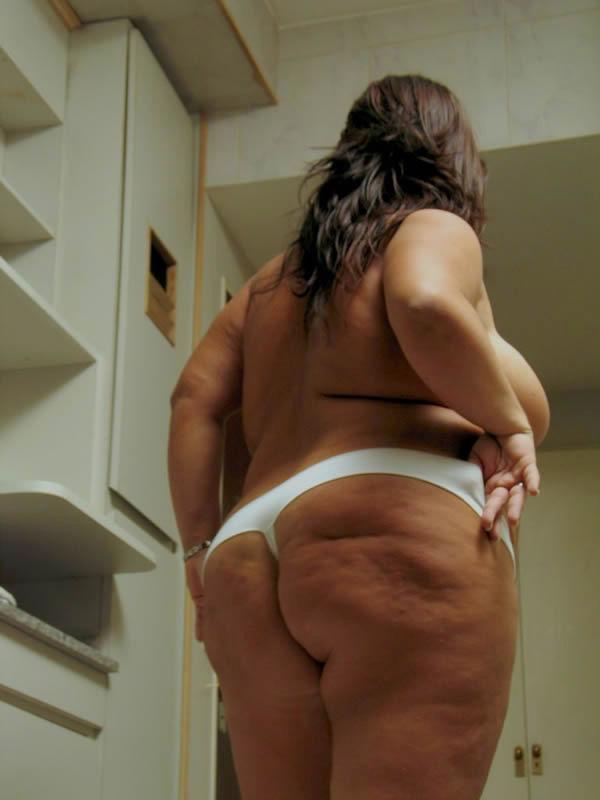 Домашние снимки толстопузой женщины. Фото - 8