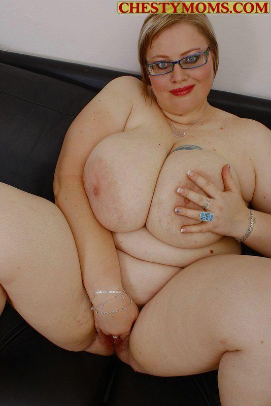 Очкастая мамзель средней степени ожирения. Фото - 11