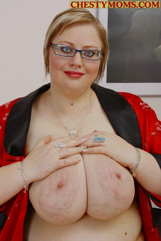 Очкастая мамзель средней степени ожирения. Фото - 9