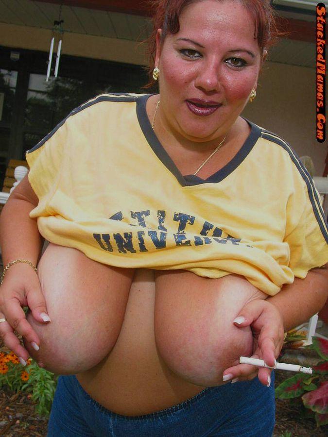 Стриптиз жирной курильщицы. Фото - 2