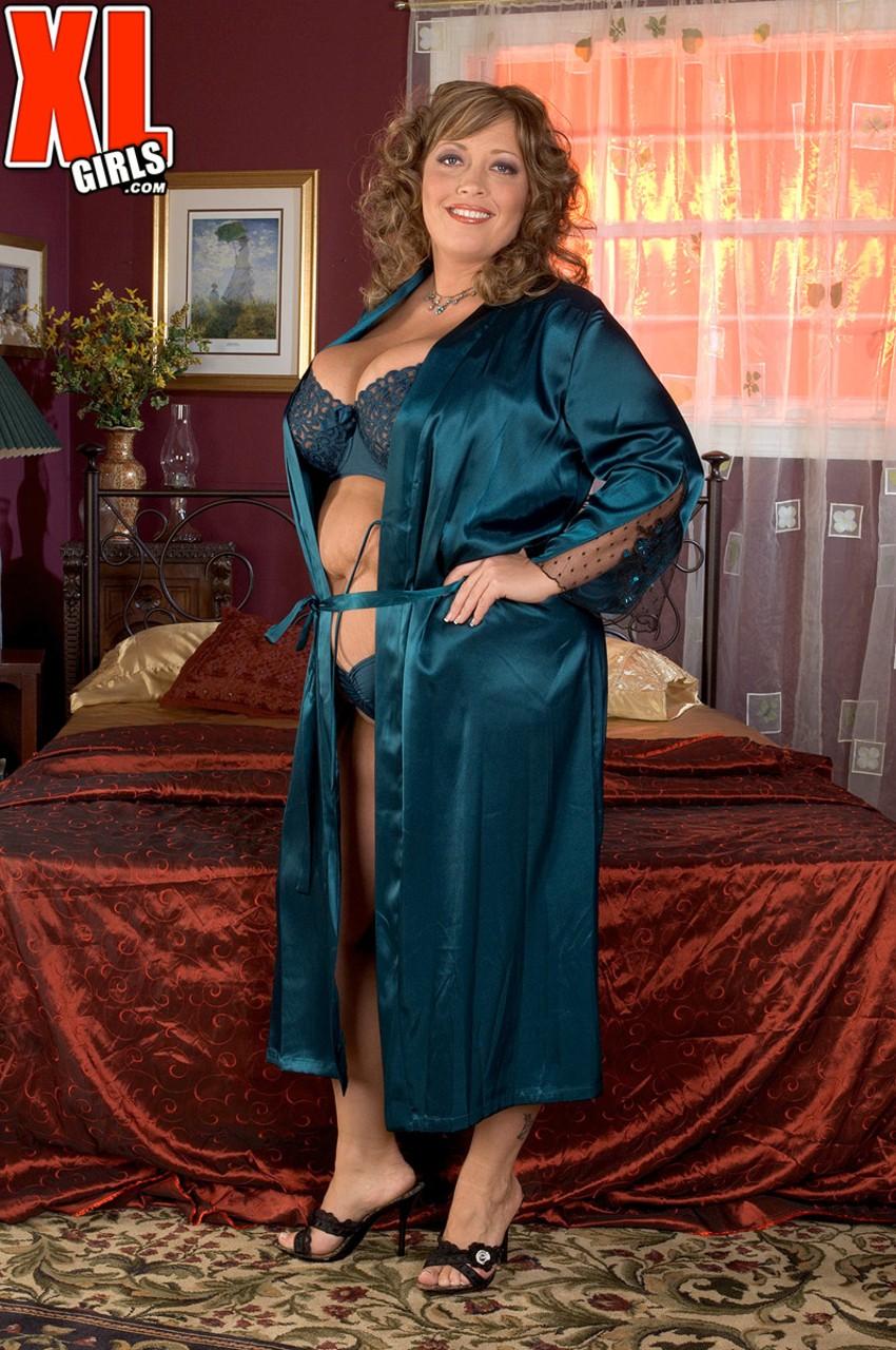 Соло очаровательной зрелой леди с толстым пузом. Фото - 1