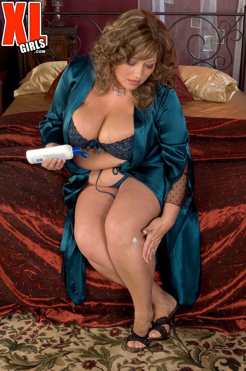 Соло очаровательной зрелой леди с толстым пузом. Фото - 2