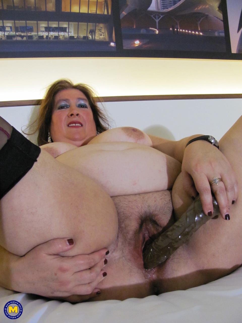 Толстая женщина занимается дрочкой. Фото - 14