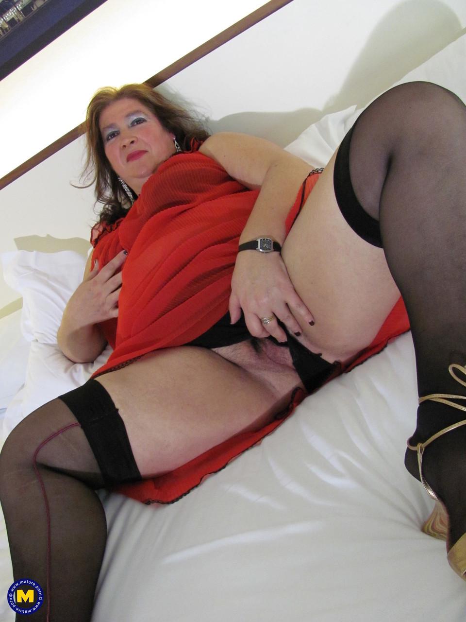 Толстая женщина занимается дрочкой. Фото - 2