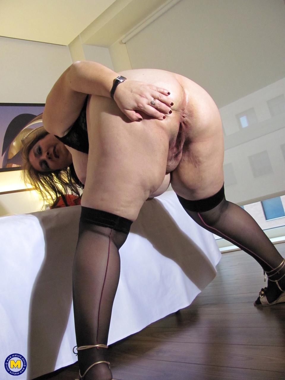 Толстая женщина занимается дрочкой. Фото - 20