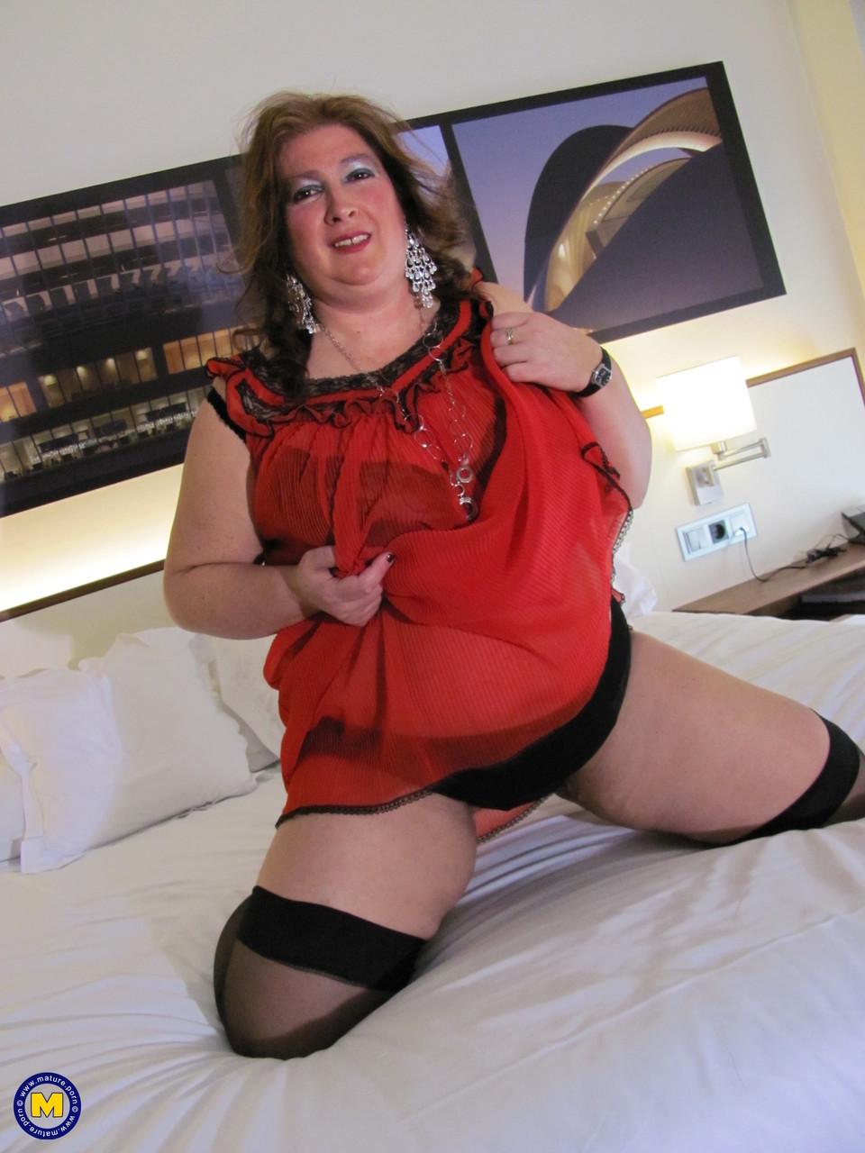 Толстая женщина занимается дрочкой. Фото - 4