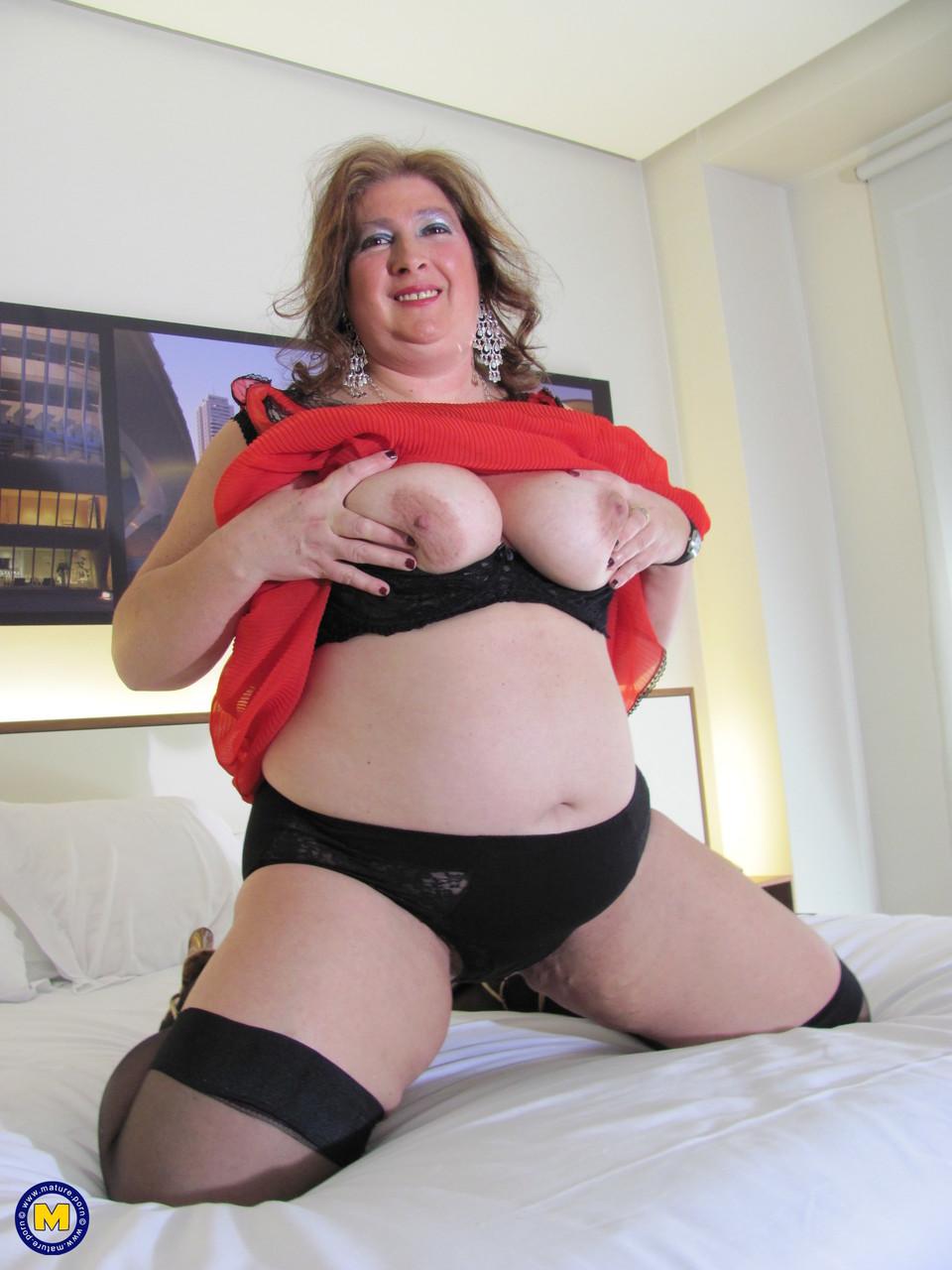 Толстая женщина занимается дрочкой. Фото - 5