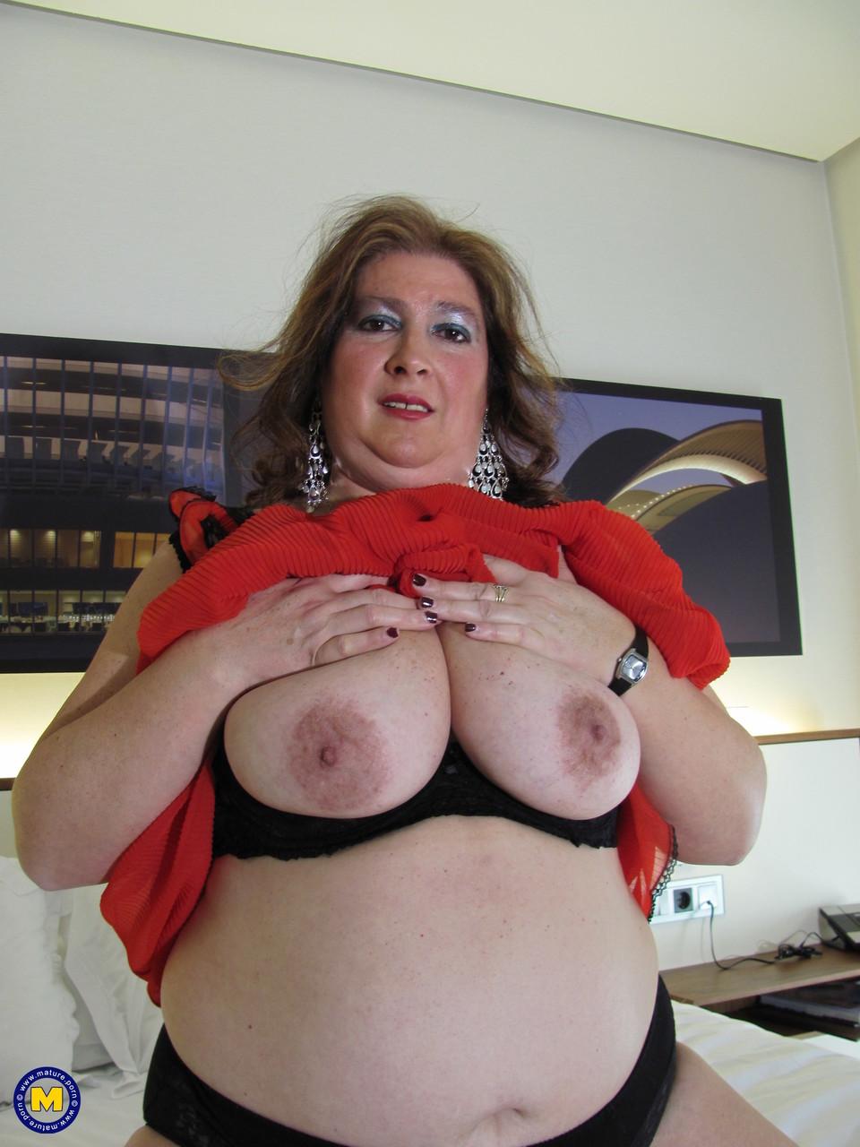Толстая женщина занимается дрочкой. Фото - 6