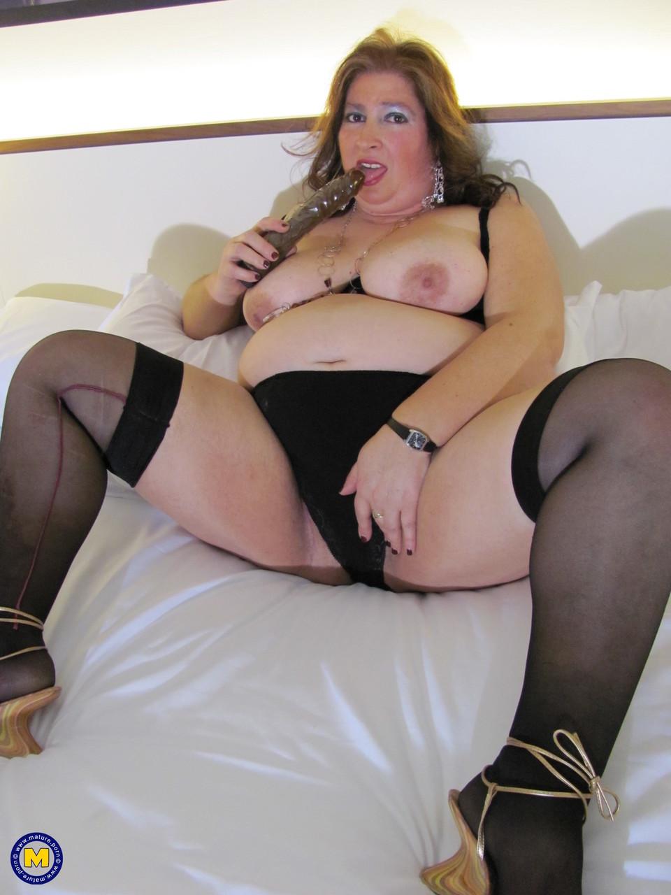 Толстая женщина занимается дрочкой. Фото - 7