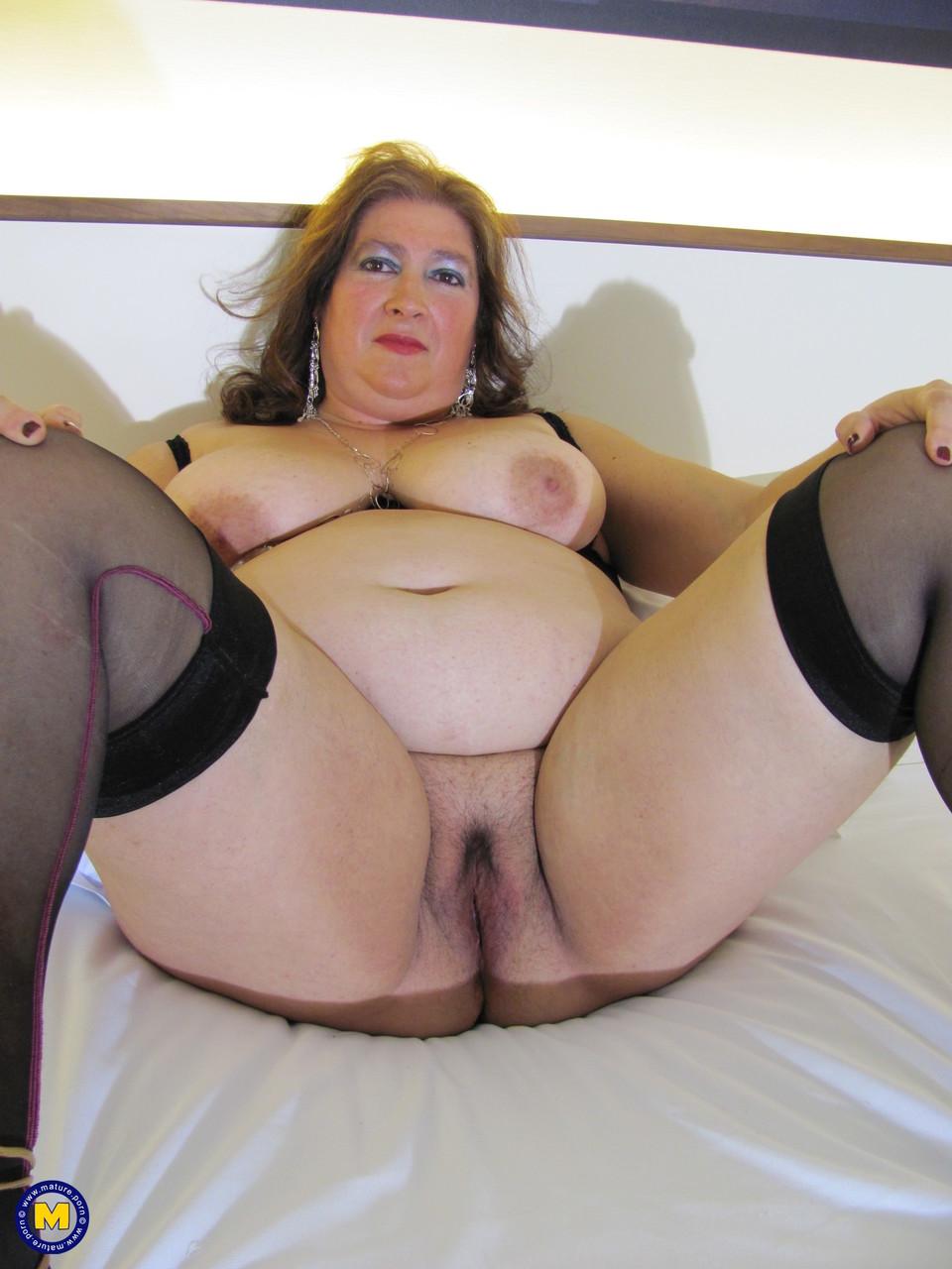 Толстая женщина занимается дрочкой. Фото - 9