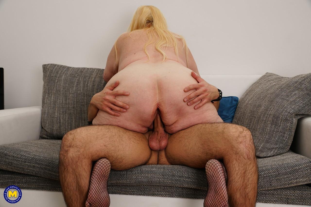 Внук занимается сексом с жирной бабкой. Фото - 13