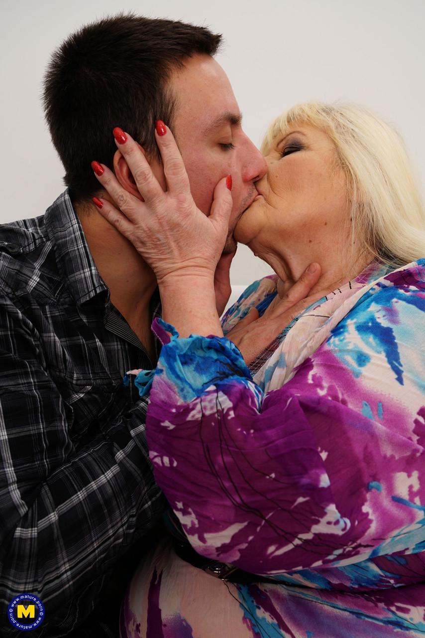 Внук занимается сексом с жирной бабкой. Фото - 2