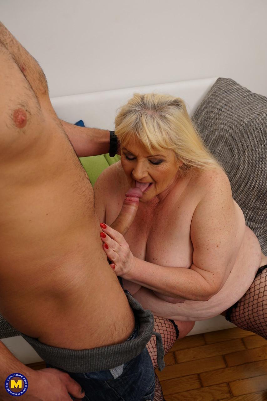 Внук занимается сексом с жирной бабкой. Фото - 9