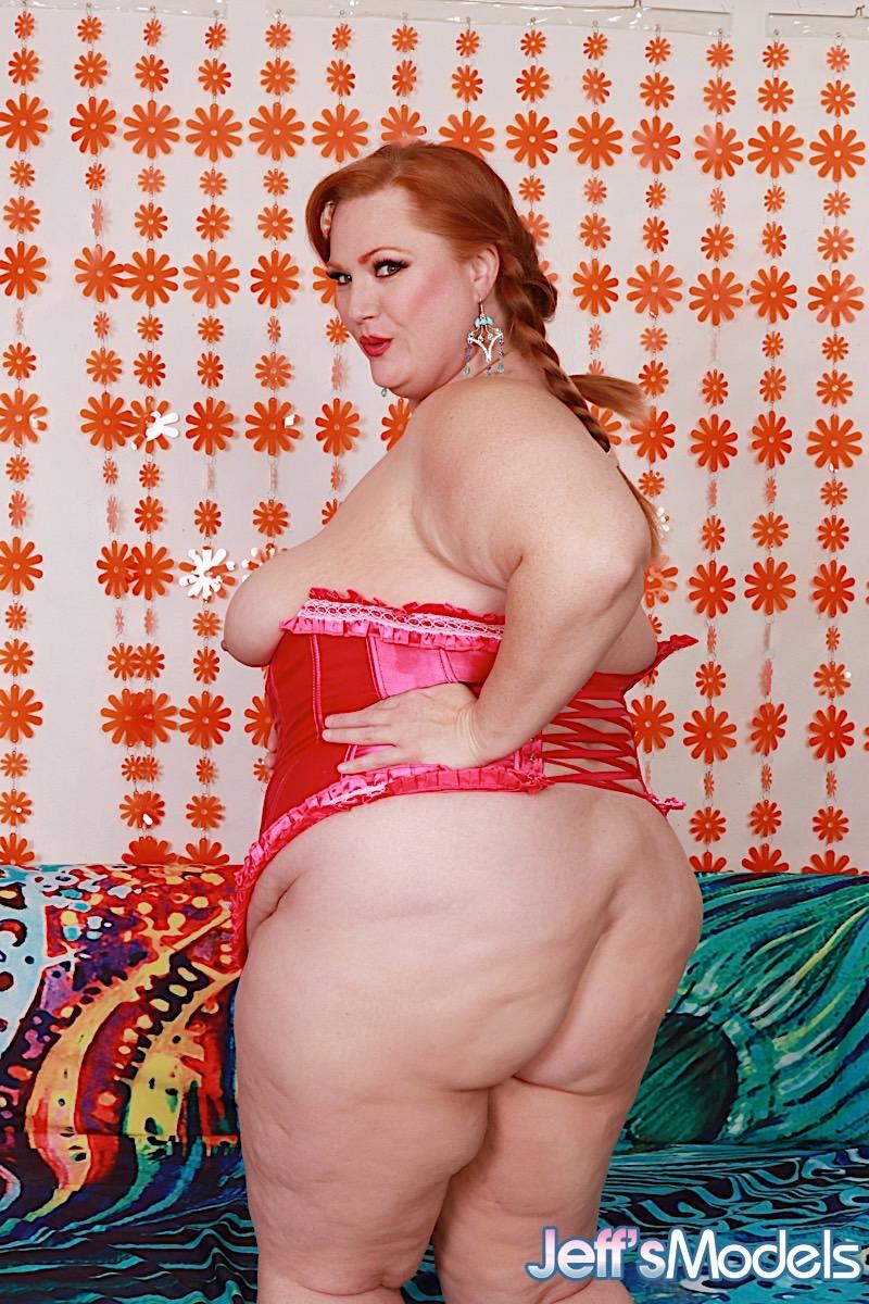 Рыжая баба в теле с автоматическим удовлетворителем. Фото - 6