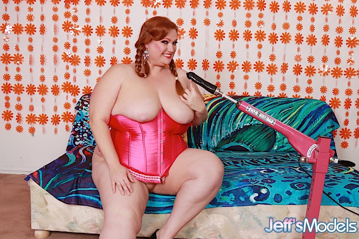 Рыжая баба в теле с автоматическим удовлетворителем. Фото - 9