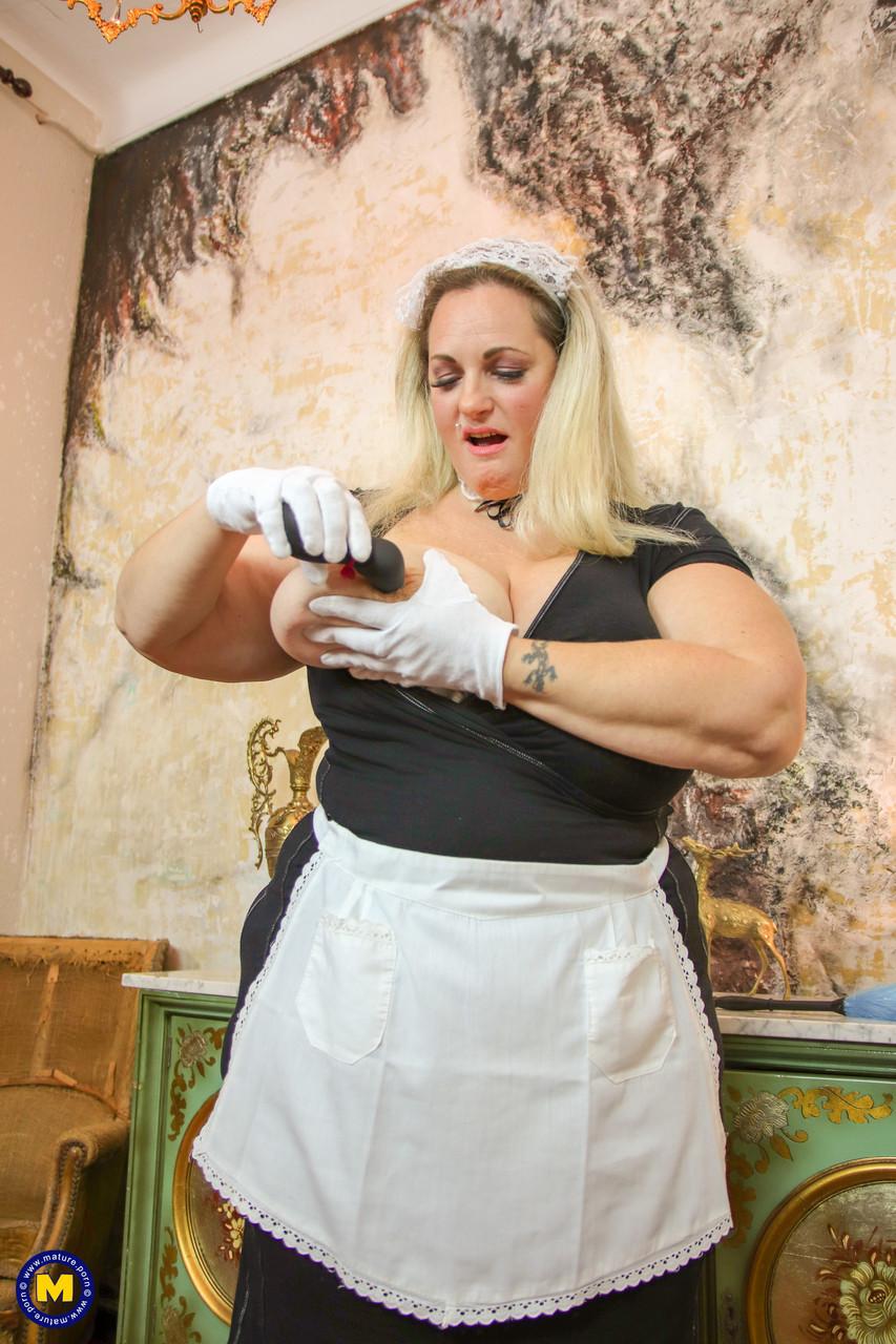 Горничная с жирным телом. Фото - 11