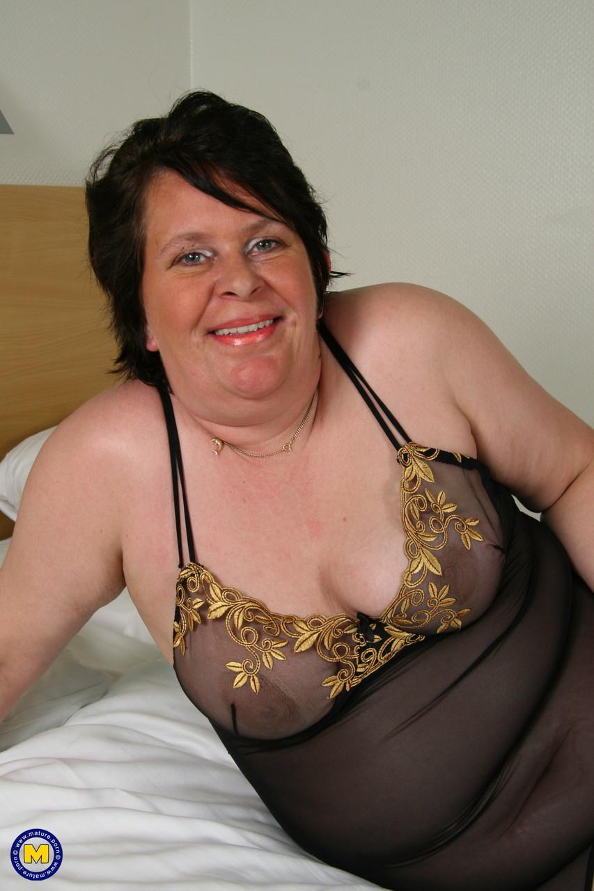 Жирная тетка из Голландии на фото про дрочку