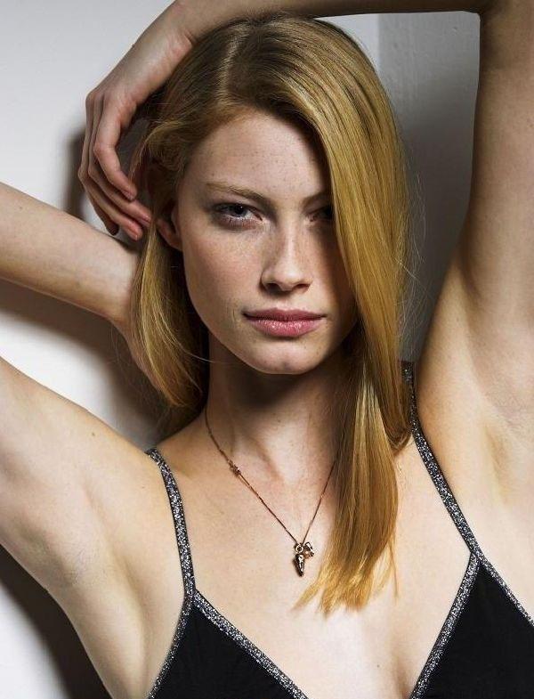 Alyssa Sutherland  nackt