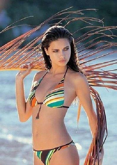 Adriana Lima Nago. Zdjęcie - 28