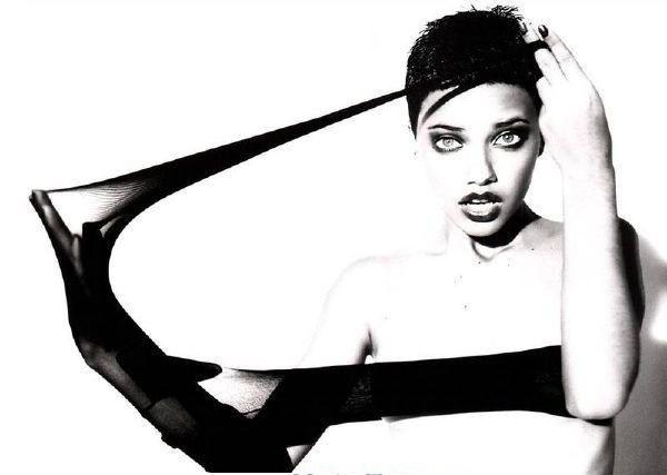 Adriana Lima ¡Completamente desnuda!