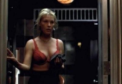 Deborah Kara Unger de versión porno