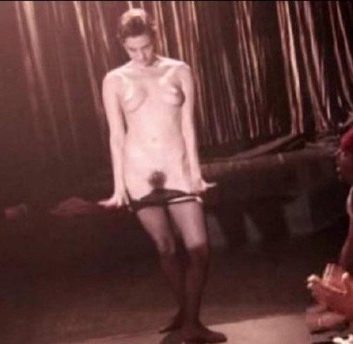 Mia Kirshner desnuda en sus fotos robadas