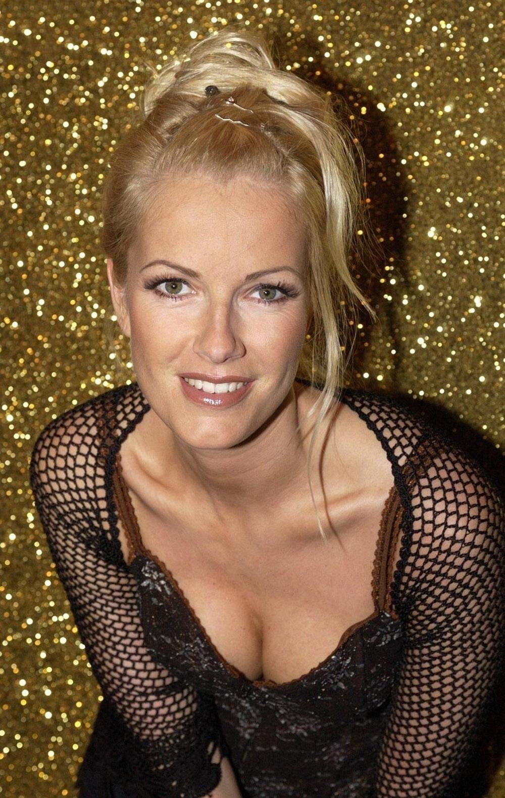 Anna Heesch ist komplett nackt! » Nacktefoto.com - Nackte