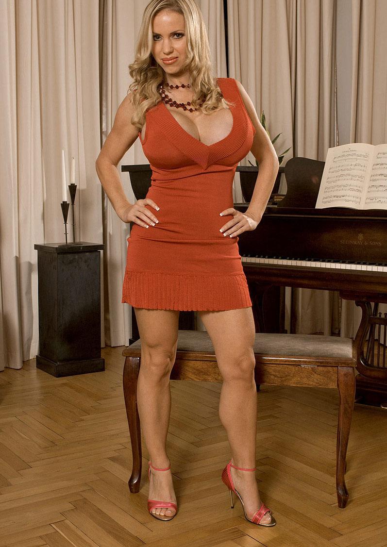 Annina Ucatis überrascht mit neuen Nacktfotos. Galerie Nr