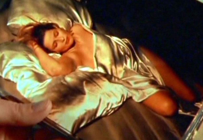 Christina Rainer so gut wie nackt!