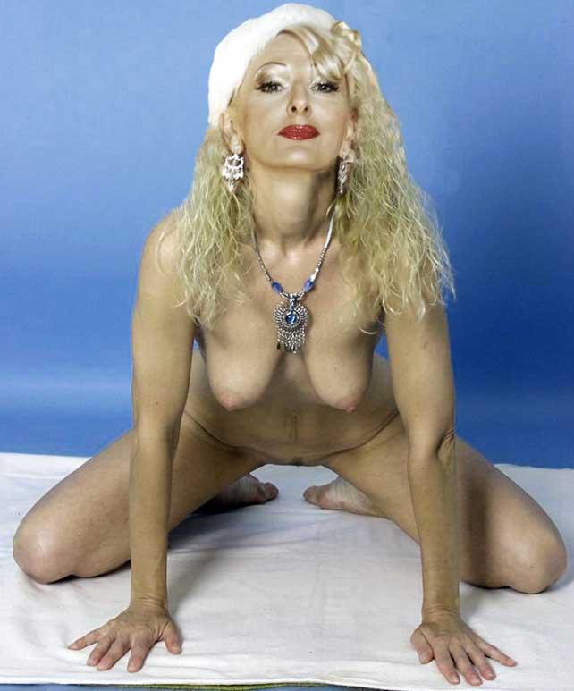 Nick nackt désirée Corinne Clery