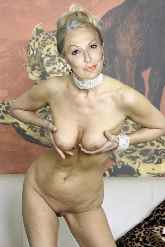 Bilder nick nackt 62 Katharine