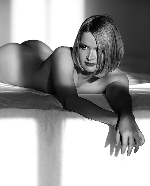 Julia Biedermann Nackt. Foto - 2