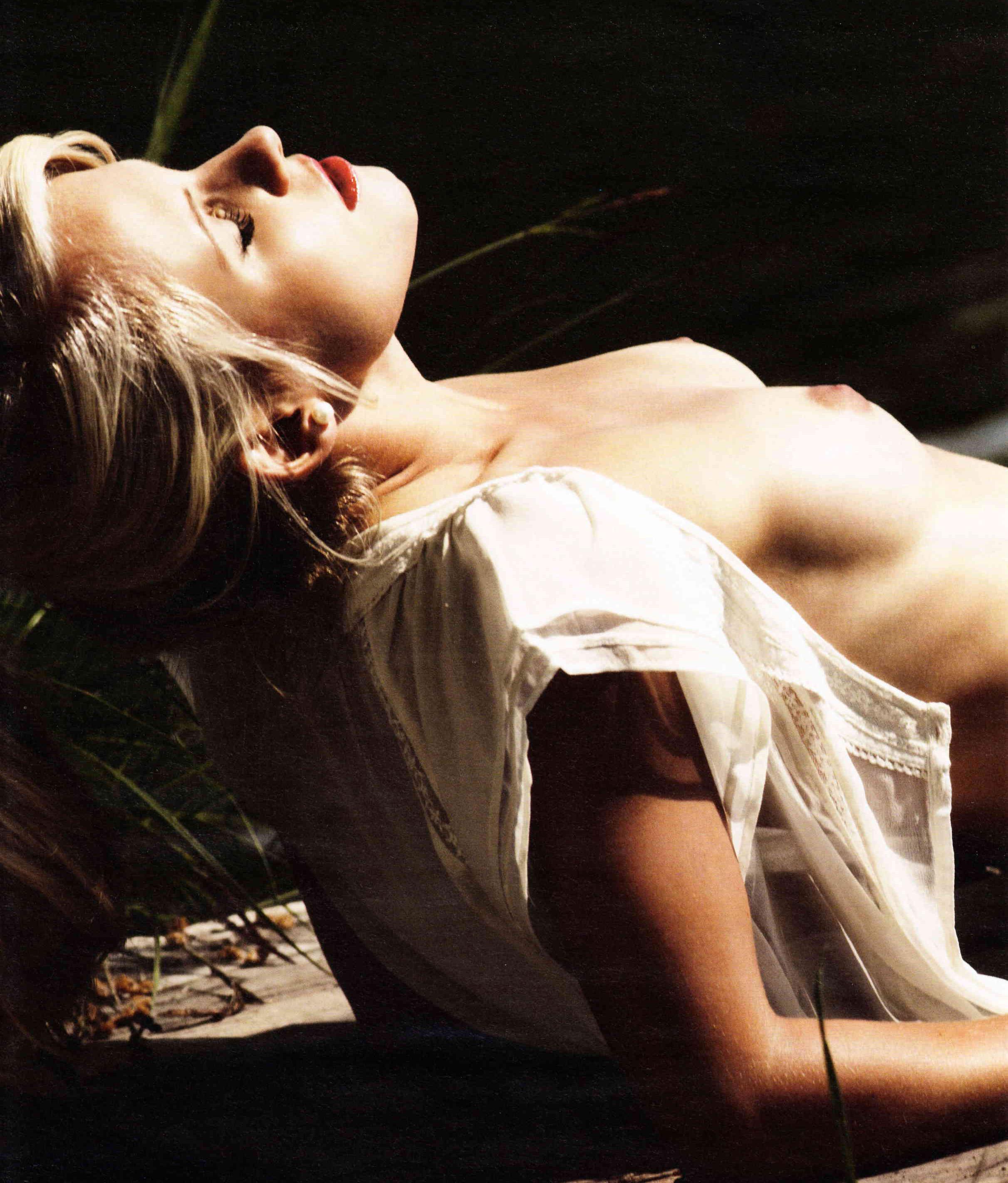 Julia Simic Nackt. Foto - 4