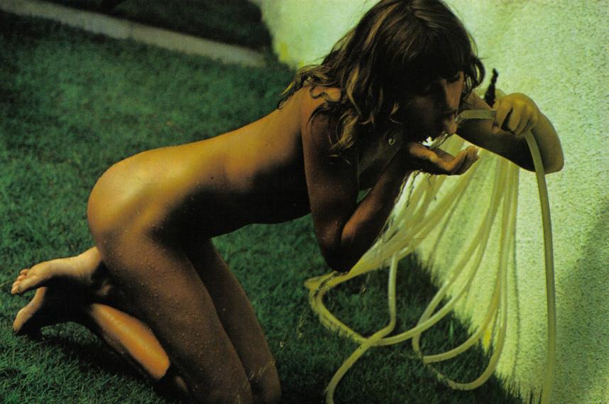 Uschi Obermaier zeigt sich komplett nackt!