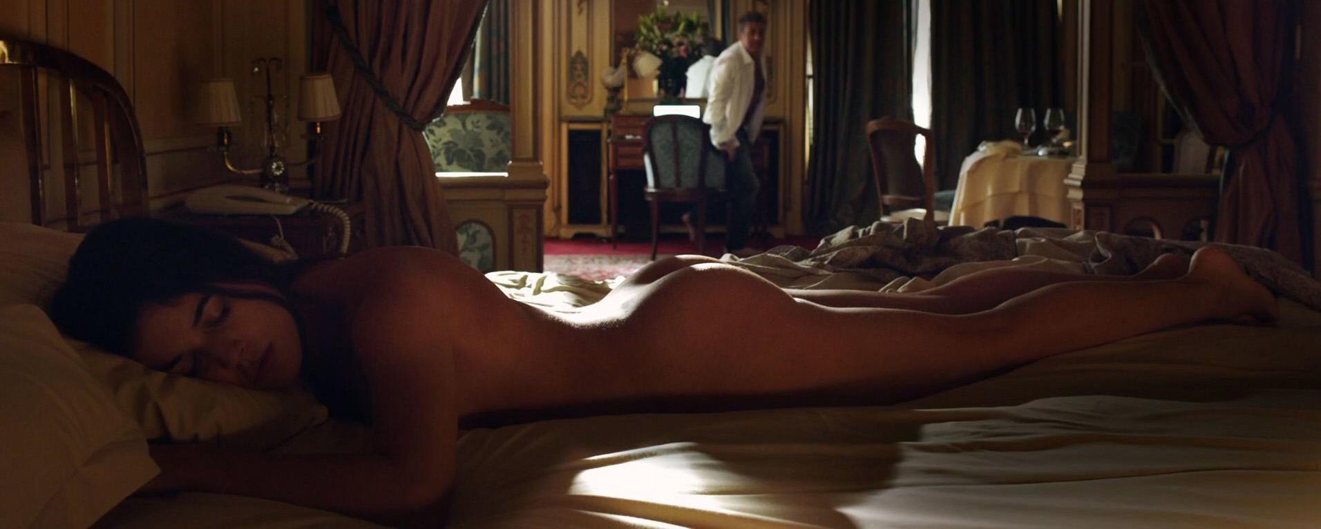 Prepárate para ver las deliciosas fotos de Adriana Ugarte completamente desnuda