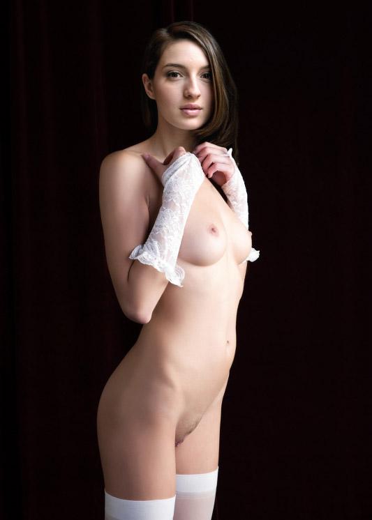 María Valverde desnuda mostrando sus tetas y coño