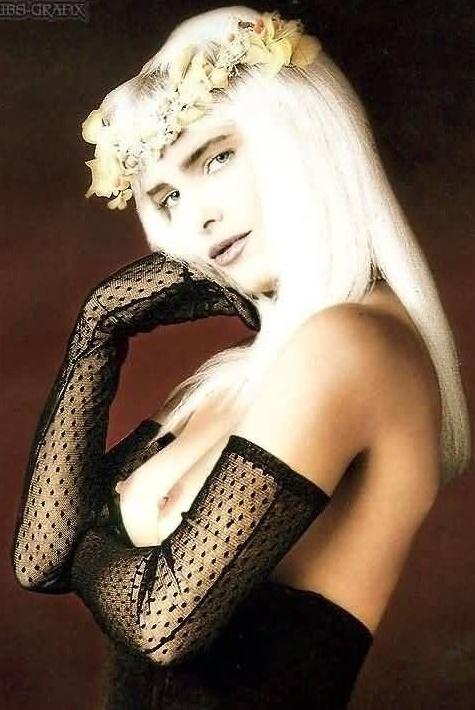 Cicciolina Nude. Photo - 6