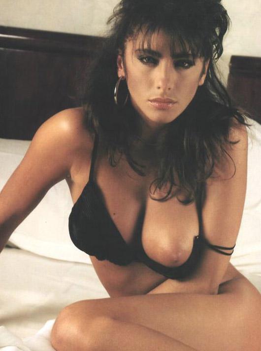 ¿Quieres ver a la hermosa Sabrina Salerno totalmente desnuda?
