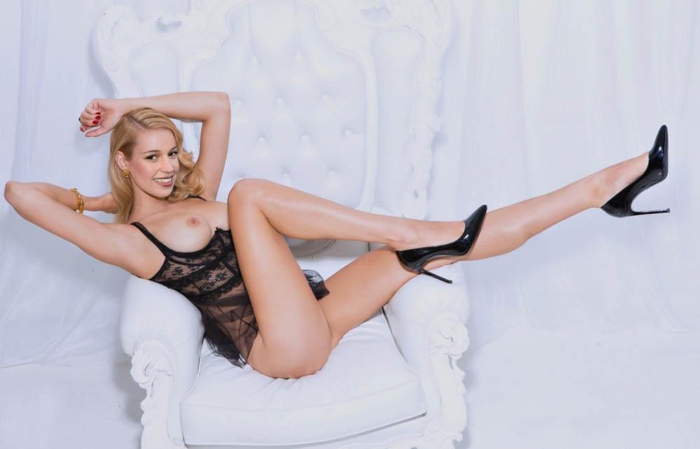 Alicia Vikander Nude. Photo - 5