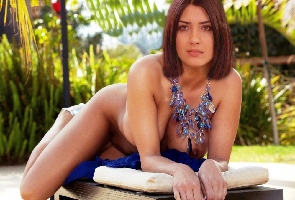 Tuba Buyukustun Nude. Photo - 5