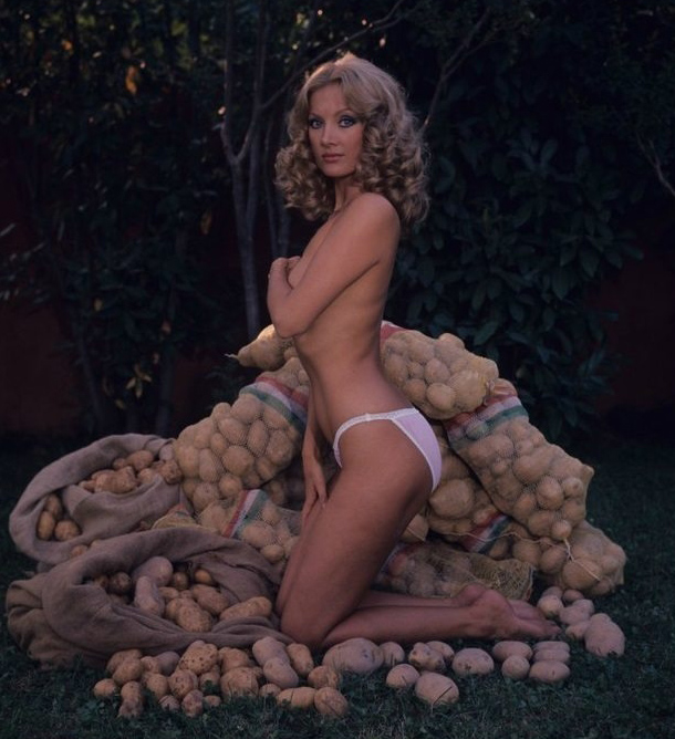 Barbara Bouchet with her tits and ass. Gallery - 1