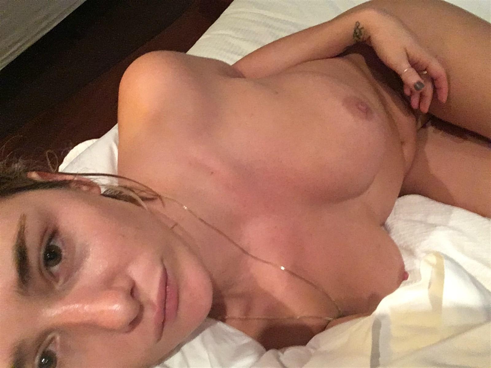 Addison Timlin Nude. Photo - 14
