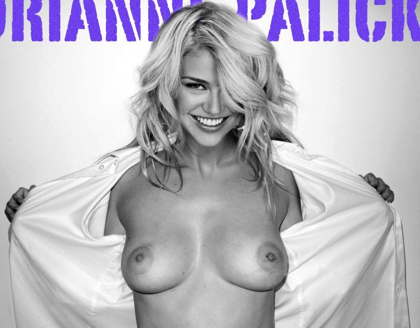 Adrianne Palicki desnuda — Imágenes