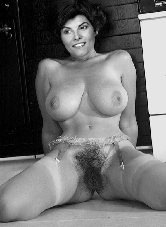 Adrienne Barbeau Nude. Photo - 9