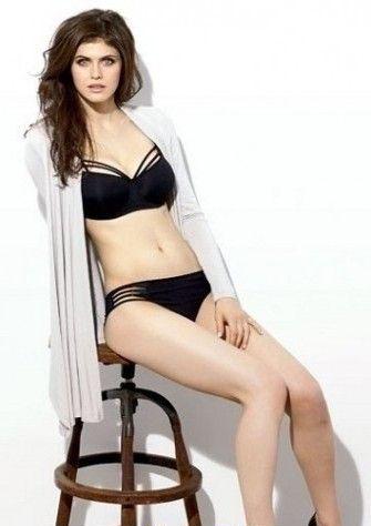 Alexandra Daddario Nago. Zdjęcie - 2