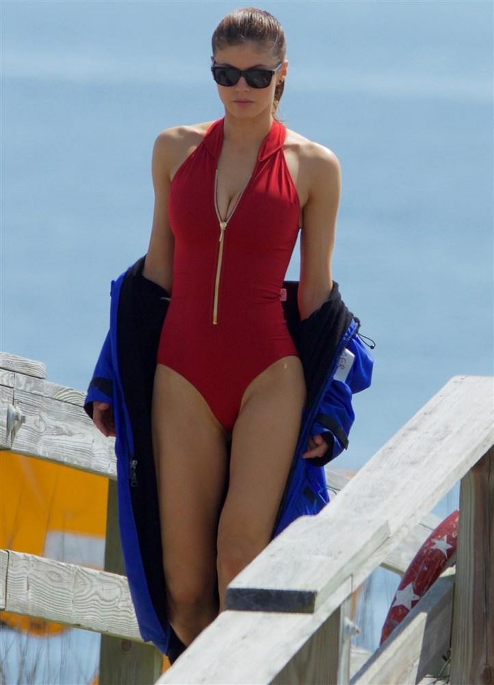 Alexandra Daddario Nago. Zdjęcie - 25