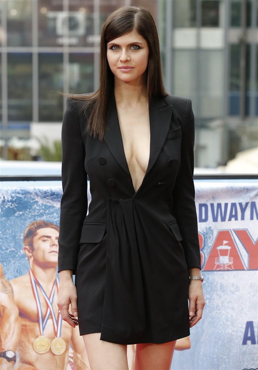 Alexandra Daddario Nago. Zdjęcie - 35