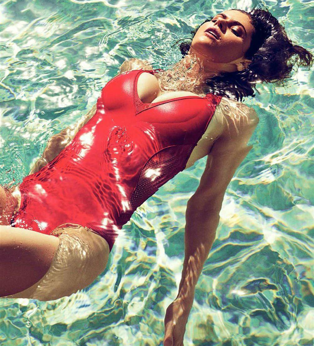 Alexandra Daddario Nago. Zdjęcie - 40